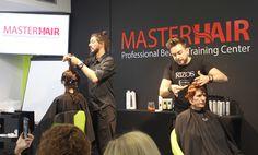 Israel Alonso y Raúl Santos, miembros del equipo artístico RIZOS, ¡en Vigo! para impartir formación de corte en el centro Master Hair. ¡Una experiencia estupenda! y con resultados a la vista. #Vigo #FormaciónPeluquería #Insitu #RIZOS