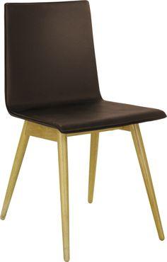 Ply spisestol i eik og skinn. Fåes i flere farger. Dimensjoner: L45 x H81 x D50cm. Kr. 1825,-