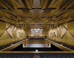 Klassieke muziek in sneeuwwit concertgebouw - PhotoID #321163
