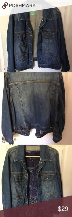 Denim jacket! Excellent condition! Cute and trendy. Perfect for spring and summer. So cute and trendy! Matches everything. 🌸Bundle 2 or more items and get 15% off!!! 🌸 old navy Jackets & Coats Jean Jackets