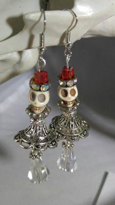Skull earrings (Shakespearean gentlemen), steampunk earrings, Halloween earrings, Goth earrings, Day of the Dead earrings - Awesome Skulls Halloween Jewelry, Christmas Jewelry, Halloween Earrings Diy, Beaded Earrings, Beaded Jewelry, Hoop Earrings, Jewelry Clasps, Punk Jewelry, Bullet Jewelry