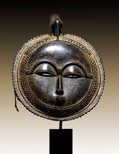 BAULE Moonmask. Ivory Coast. 27 cm. Coll. Piet Dijk