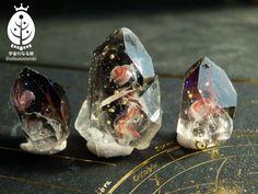 """宇宙のなる樹28日C141デザフェスさんのツイート: """"薔薇銀河封入親子原石 (大2.5cm・小1.8cm) kain様(@rose_umi_ )モールド使用 なんだか大仰な名前をつけてしまいましたが、大きいのが薔薇にみえたので… 未研磨・未処理です。 鉱石は配置が難しいですねえ https://t.co/9gy1S4JG6i"""""""