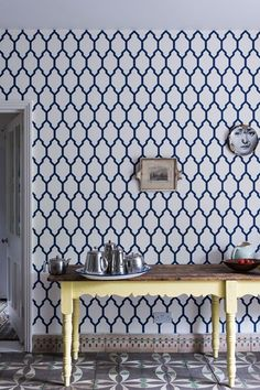 Farrow & Ball * Wonderwall * The Inner Interiorista Farrow Ball, Farrow And Ball Paint, Free Wallpaper Samples, Home Wallpaper, Wallpaper Patterns, Hallway Wallpaper, Trellis Wallpaper, Classic Wallpaper, Kitchen Wallpaper