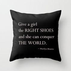 Velveteen kussen  geven een meisje de juiste schoenen