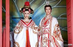 The Empress of China 武则天 Wu Zetian cast Fan Bingbing (in the titular role from the energetic, playful younger version Wu Mei Niang to Traditional Fashion, Traditional Dresses, Kimono Chino, Moda China, Wu Zetian, The Empress Of China, Fan Bingbing, Races Fashion, Beautiful Costumes