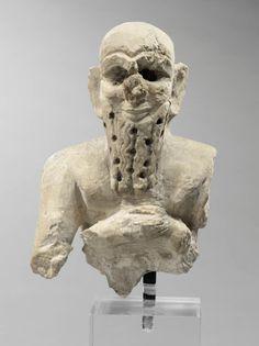 Buste d'orant barbu Vers 2500 - 2400 avant J.-C. Mari, temple d'Ishtar   Site officiel du musée du Louvre