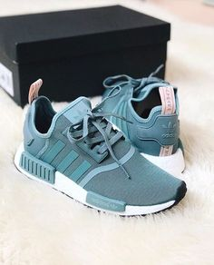 Imagen de adidas, outfit, and beautiful - Sneakers Cute Sneakers, Sneakers Mode, Sneakers Fashion, Shoes Sneakers, Sneaker Outfits, Adidas Shoes Women, Adidas Nmd Women, Adidas Zx, Hype Shoes