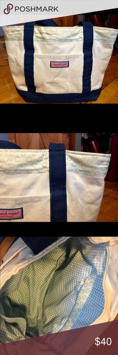 Vineyard Vines Tote • seashell print vineyard vines tote • three pockets and one zippered pocket on the inside Vineyard Vines Bags Totes