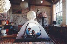 もしもお外が寒いならとっても楽しいインドアキャンプのススメ