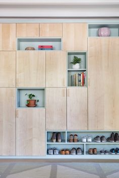 12 Monochromatic Rooms That Will Inspire You to Simplify Your Color Scheme – 10 Built-In Shelves That Are Anything But Dated - Camille Styles Houses In Austin, Austin Homes, Monochromatic Room, Build A Closet, Meditation Space, Love Your Home, Built In Storage, Diy Built In Shelves, Mid Century House