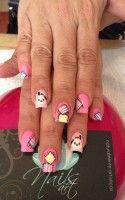 Ροζ και φούξια ακρυλικά νύχια