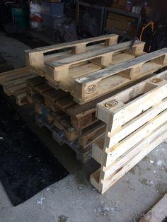 DIY pallevegg Wood, Crafts, Diy, Manualidades, Woodwind Instrument, Bricolage, Timber Wood, Wood Planks, Diys
