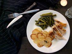 Šťavnatá kuřecí prsa s kůží, zelené fazolky a bílá ředkev pečená na másle