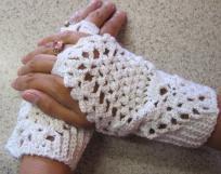 Elegant White Glitter Fingerless Gloves