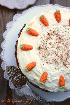 Smaczne, wilgotne i aromatyczne ciasto marchewkowe, wspaniale komponujące się z waniliowym kremem z Philadelphii.