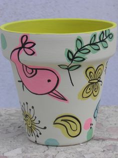 Maceta pintada a mano Flower Pot Art, Flower Pot Crafts, Clay Pot Crafts, Painted Clay Pots, Painted Flower Pots, Flower Planters, Pottery Painting, Ceramic Painting, Decorated Flower Pots
