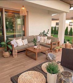 Outdoor Living Furniture, Outdoor Living Rooms, Deck Furniture, Sectional Patio Furniture, Upcycled Furniture, Home Magazin, Terrace Decor, Magazin Design, Patio Decorating Ideas On A Budget