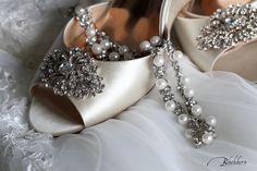 Saratoga National Fall Wedding Photos Images by Susan Blackburn Copyright Blackburn Portrait Design www.susanblackburn.biz #fallwedding #groom #bride #autumnwedding  #weddingday #saratoganational #mazzonehospitality #SaratogaWedding #weddingshoes #badgelymischka