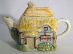 MINIATURE COLLECTOR CHINA TEAPOT COTTAGE HAND COLOURED