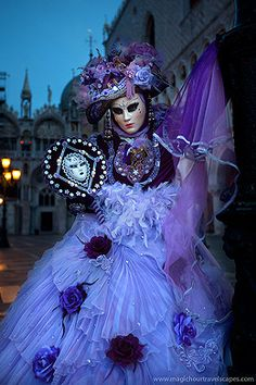 Dazzling Masquerade Costumes at the Carinval of Venice Venetian Costumes, Venice Carnival Costumes, Mardi Gras Carnival, Venetian Masquerade Masks, Venetian Carnival Masks, Carnival Of Venice, Masquerade Costumes, Masquerade Ball, Masquerade Attire