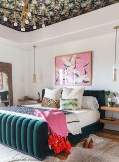 Funky Bedroom, Room Ideas Bedroom, Home Bedroom, Diy Bedroom Decor, Bedroom Artwork, Bedroom Modern, Bedroom Furniture, Eclectic Bedroom Decor, Bedroom Vintage