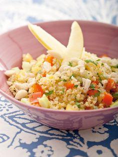 """Con l'arrivo dell'estate quando il nostro organismo richiede cibi freschi, leggeri e colorati potete sbizzarrire la vostra fantasia con insalate, di pasta, di riso, di orzo, di miglio e di tanti altri ottimi cereali, preziosi fonti di fibre, vitamine e minerali. Veri e propri piatti unici da arricchire con verdure di stagione, fresche e croccanti, o con del pesce di mare, ricco di sostanze antiossidanti. Provate queste 6 insalate di cereali estive, tratte dal ricettario di """"Cuc... Fried Rice, Risotto, Fries, Salad, Ethnic Recipes, Pasta, Food, Vegetarian, Fantasy"""