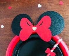 10 classic RED and Black Gold Glitter Minnie Mouse Birthday Table set plates straws cups Paper Straws, Paper Plates, Black Glitter, Black Gold, Gold Dessert, Red Minnie Mouse, Cup With Straw, Birthday Table, Red Paper