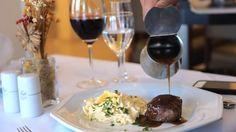 Acompanhe o Chef Richard Ricelle preparando o famoso Spaghetti ao Formaggio Flambado no restaurante do Plaza Blumenau Hotel, em SC, durante o   Volta ao Mundo Itália, em junho de 2016. #restaurante, #blumenau, #plaza, #santa catarina, #spaghetti, #volta ao mundo
