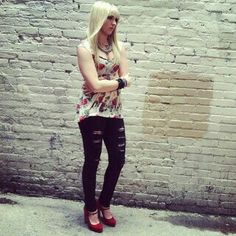 Isn't Rydel Lynch one of the most beautiful girls? She's my role model! 0.0 :)))