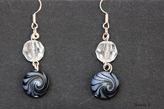 Ein Paar Ohrhänger von Hand gefertigt mit Wirbelmuster aus Polymer Clay (blauglitzernd/schwarz)    Polymer Clay ist eine ofenhärtende Modelliermasse,