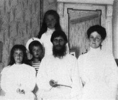 Raspoetin trouwde op 2 februari (1887) toen hij 19 was met Parskjeva. Hij kreeg 5 kinderen (3 jongetjes en 2 meisjes) twee daarvan zijn al overleden.