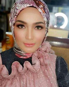 Beautiful Hijab, Beautiful Women, Girl Hijab, Sweet, Fashion, Women, Beautiful Girls Face, Nice Asses, Candy