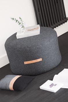 Sitzpouf aus Wolldecke