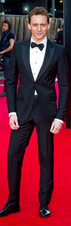 Tom Hiddleston attends the Laurence Olivier Awards at the Royal Opera House on April 13, 2014, in London. Full size photo: http://imgbox.com/V4HOrqap. Source: Torrilla, Tumblr
