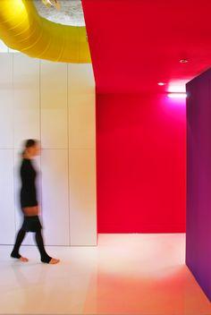 Яркие краски лофта художника в Монреале