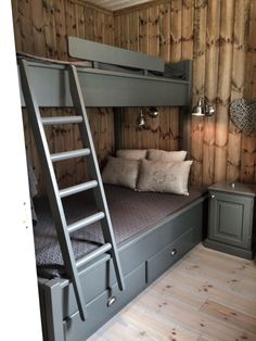 could store bedding underneath Cabin Design, Cottage Design, House Design, Log Home Interiors, Bohinj, Bunk Rooms, Tiny House Cabin, Loft Spaces, Log Homes