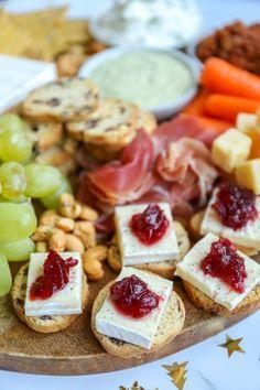 Tea Snacks, Party Snacks, Tapas, Good Food, Yummy Food, Food Platters, Christmas Cooking, Christmas Desserts, Happy Foods