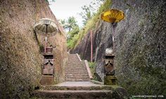 300 steps.  Gunung Kawi is located at the bottom of a valley. The last few steps leading down tothe temple complex is quite dramatic with its high walls carved fromthe stone mountain concealing what lies beyond... Read more at rainbowjournal.com  #temple #ubud #bali #indonesia #travel #instatravel High Walls, Stone Mountain, Hotel Reservations, Ubud, The Good Place, Temple, Adventure, Amazing, Places