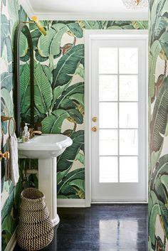 Une salle de bains à l'ambiance jungle
