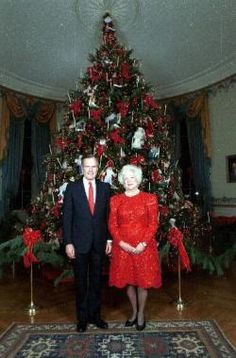1992 Barbara Bush. theme: giftgivers. White House florists made 88 gift-giving characters