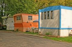 This is the type of older mobile home you can get for cheap and fix up sharp!