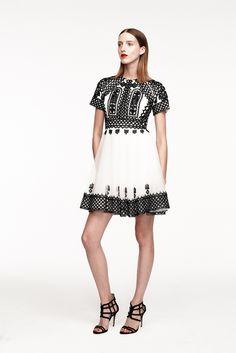 Monique Lhuillier Resort 2015 Fashion Show