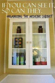 Organizing the medicine cabinet // www.katheats.com