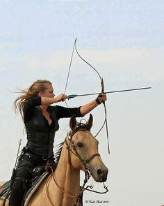 Book Aesthetic, Character Aesthetic, Aesthetic Pictures, Mounted Archery, Archery Girl, Armadura Medieval, Images Esthétiques, Female Knight, Warrior Princess