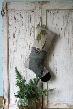 idee décor per la casa. Modern Christmas, Rustic Christmas, All Things Christmas, Christmas Crafts, Felt Stocking, Stocking Tree, Christmas Sewing, Xmas Decorations, Christmas Stockings