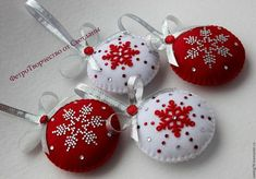 Felt Christmas ornament - Winter landscape, Christmas village, Gingerbread house, tree decoration, gift topper / possibly personalized Christmas Projects, Felt Crafts, Christmas Crafts, Cute Christmas Decorations, Felt Christmas Ornaments, Christmas Sewing, Christmas Embroidery, Fabric Ornaments, Beaded Ornaments