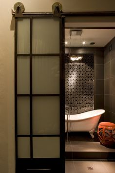 Ensuite bathroom by Alexandra Kidd Design Family Room, Home And Family, Warehouse Conversion, Interior Architecture, Interior Design, Chinoiserie Chic, Ensuite Bathrooms, Pent House, Innovation Design