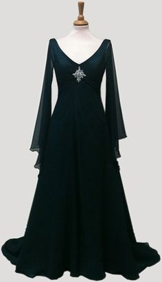 Beautiful medieval style wedding dress. By RivendellBridal.com