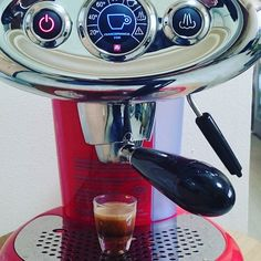 ショットでエスプレッソ! #エスプレッソ #espresso #エスプレッソマシン #espressomachine #イリー #illy #iperespresso #コーヒー #coffee #おうちカフェ #ショット #francisfrancis http://ift.tt/1VbgBi2